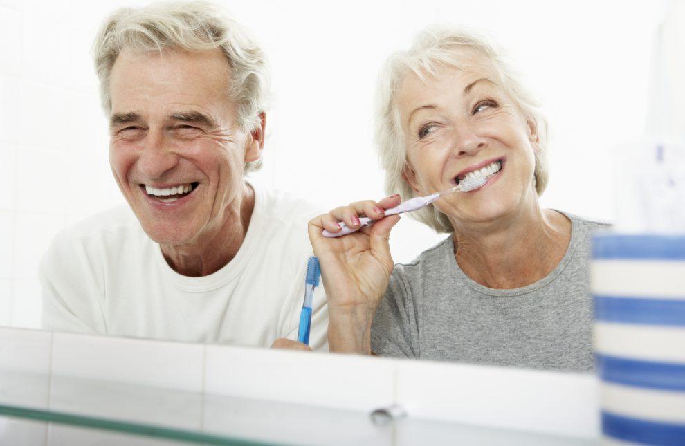 Tudo o que você precisa saber para manter um sorriso saudável na maturidade