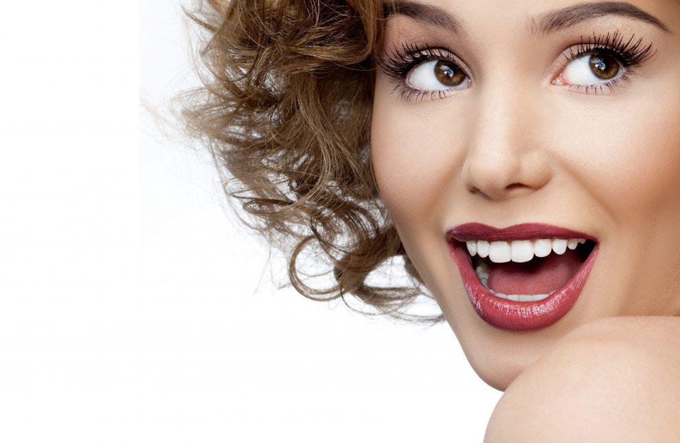 Lentes de contato: tenha dentes brancos de Hollywood em poucas sessões!